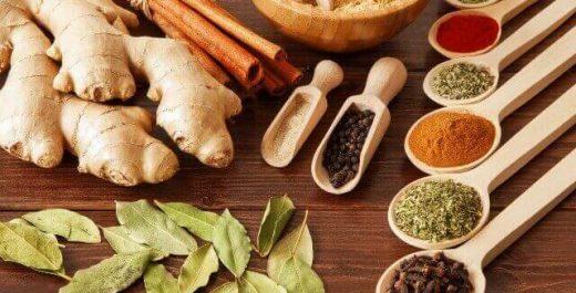 炒め物や料理でスパイスを入れるタイミング